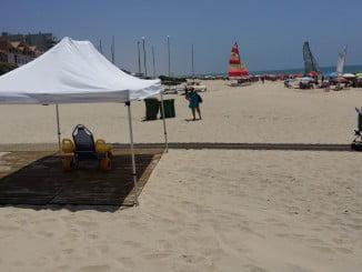 La playa de Matalascañas ha contado con carritos para la accesibilidad de minusválidos.