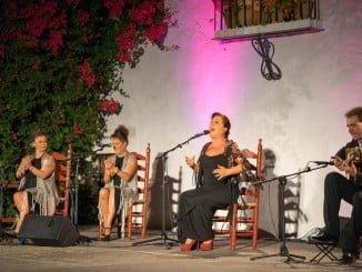 """Carmen Linares ofreció a su público más fiel su espectáculo """"Verso a verso"""""""