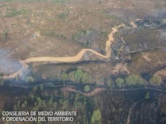 Vista aérea del incendio en Cabezas Rubias facilitada por el Infoca