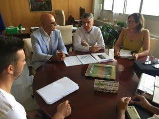 José Antonio Cortés en una reunión con el teniente de alcalde del Ayuntamiento de Lepe, Bibiano Oria