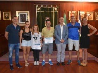 Los nadadores de Desafío Huelva La Luz, recibidos en el Ayuntamiento de Lepe