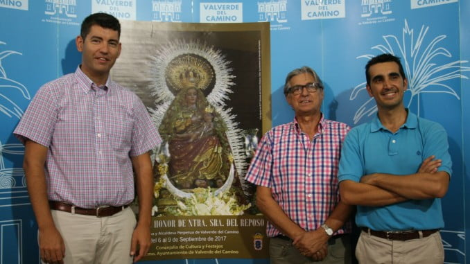 El alcalde de Valverde, el concejal de Cultura y el Hermano Mayor de la Hermandad del Reposo
