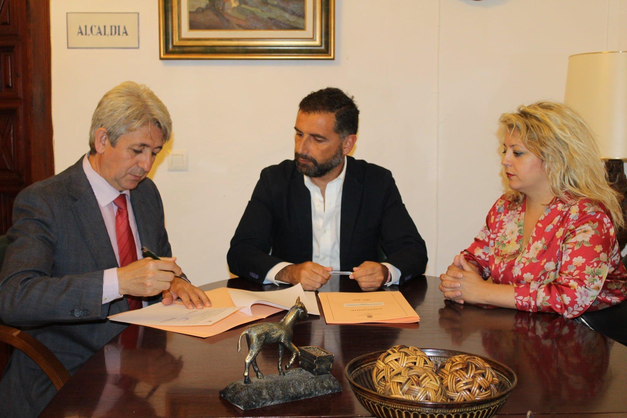 La Fundación Cepsa ha suscrito con la Fundación Municipal de Cultura de Moguer un convenio en apoyo a iniciativas culturales del municipio