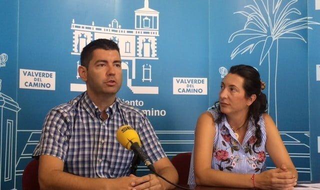 La secretaria general del PP Andaluz, Loles López, ha mantenido un encuentro con el alcalde de Valverde