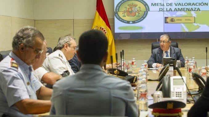 Reunión de la Mesa de Valoración de la Amenaza Terrorista, presidida por Zoido