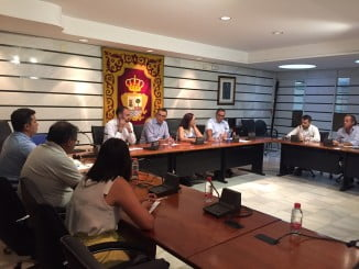 Mesa de la Pesca reunida hoy en la que han participado representantes de las diferentes cofradías y lonjas y armadores -Punta del Moral, Isla Cristina, Lepe, Punta Umbría