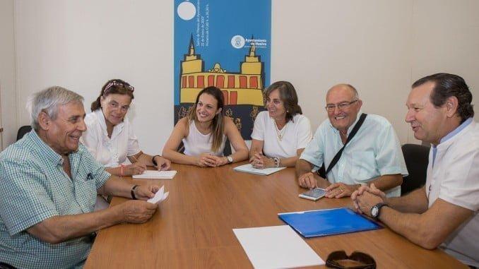María José Pulido con las federaciones de asociaciones de vecinos Saltés, Tartessos y Odiel
