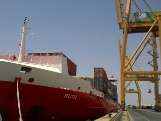 El buque m/v Ruth atracado en el Muelle Sur del Puerto de Huelva