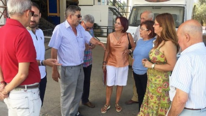El PSOE durante su visita la cooperativa de aceite Olibeas