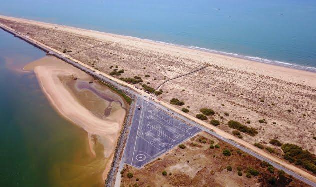 La playa del Espigón contará con zona de aparcamientos y una helisuperficie