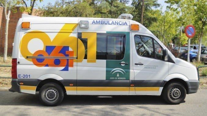 El motorista, de 35 años, ha sido trasladado al hospital Infanta Elena
