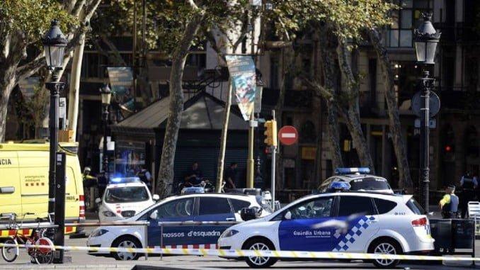 La Policía ha detenido a uno de los terroristas y otro habría muerto en un tiroteo tras saltarse un control