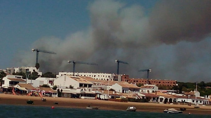 El Infoca ha conseguido estabilizar el incendio de Cartaya en pocas horas, pese a su magnitud