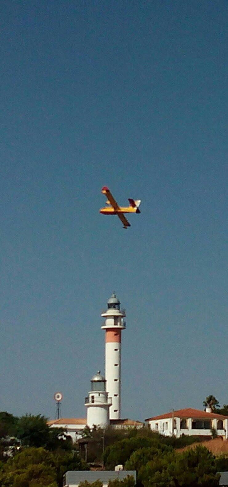 Hasta 19 aéreos han partiipado en la extinción del fuego