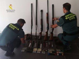 El material intervenido por la Guardia Civil a los cazadores furtivos