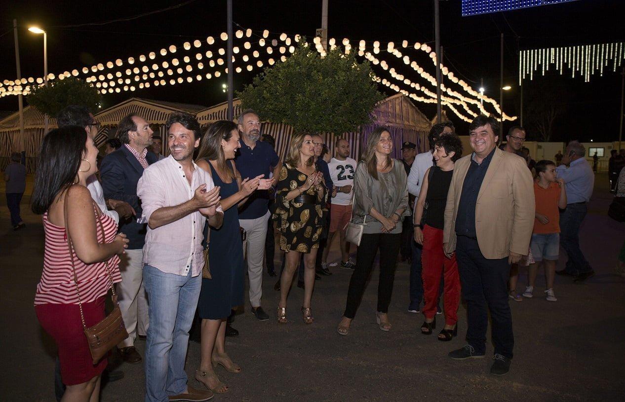 El alcalde, Gabriel Cruz, junto a mimbros de su equipo de Gobierno