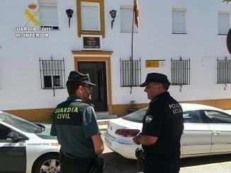 La Guardia Civil, junto a la Policía Local de Hinojos y Coria del Rio, han esclarecido varios robos en fincas