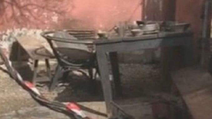En esta mesa comían los trabajadores que fueron sorprendidos por la deflagración del transformador de Endesa