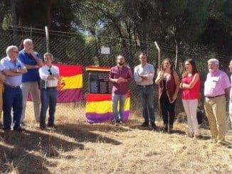 Caraballo junto a la Asociación de la Memoria Histórica en un acto en Palos