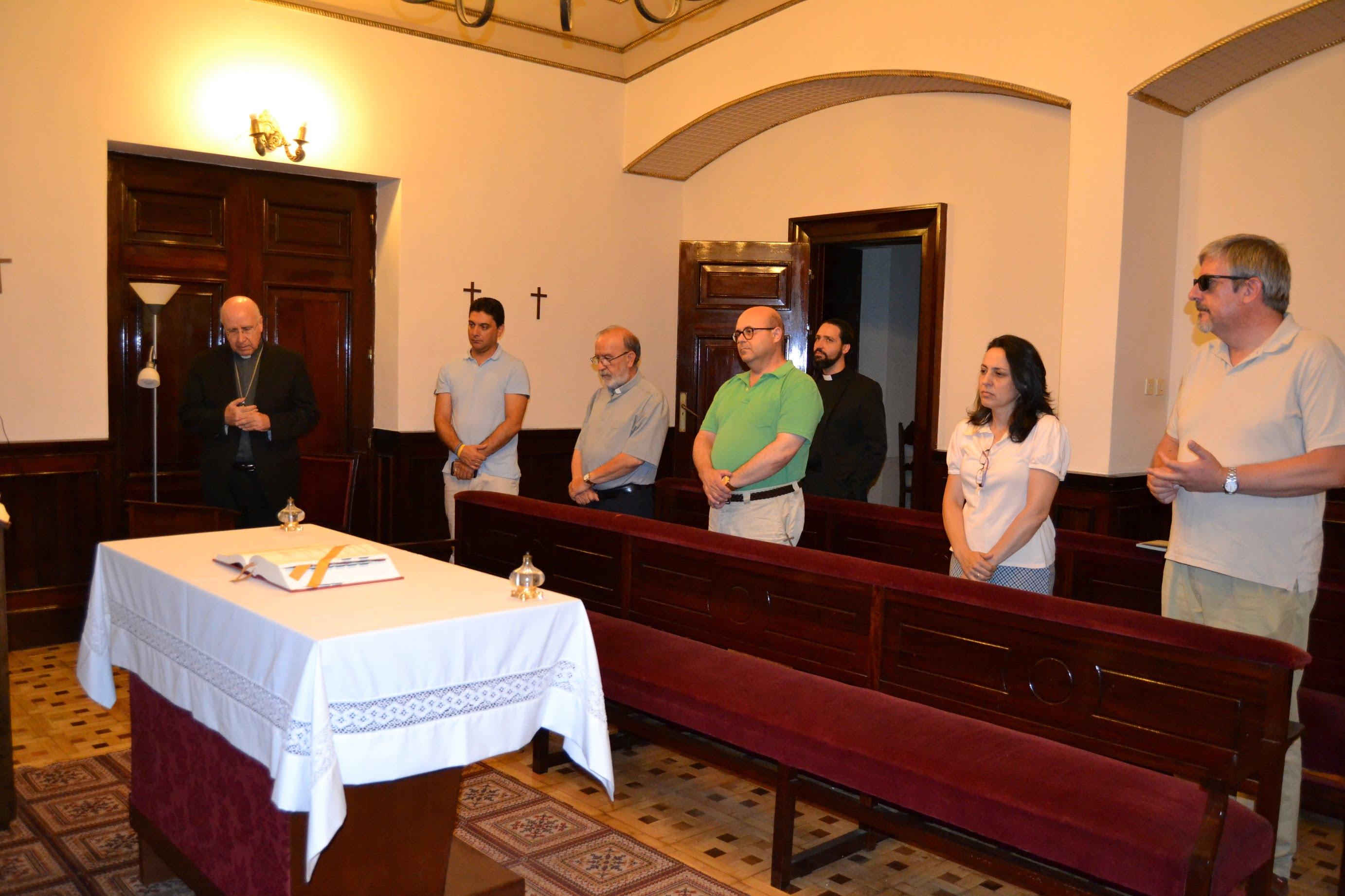 El obispo de Huelva durante el minuto de silencio