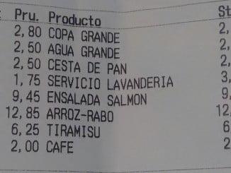 Facua advierte que hay que denunciar y no pagar ilegalidades como que nos cobren el servicio de lavandería en un restaurante