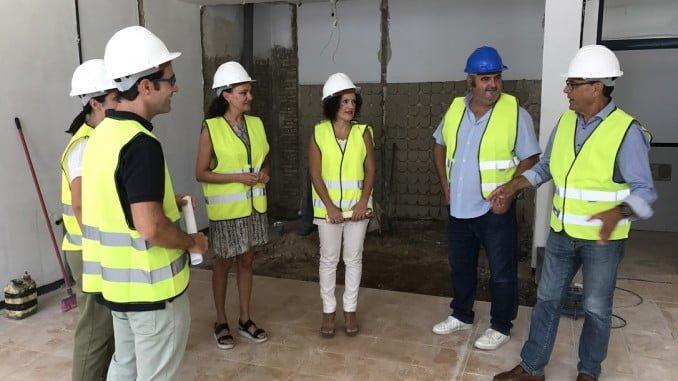 Ignacio Caraballo y Lourdes Martín visitan el edificio Colegio Belén de Gibraleón