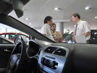 Los españoles no pensamos aún en comprar bienes de consumo duraderos, como coches, por el momento