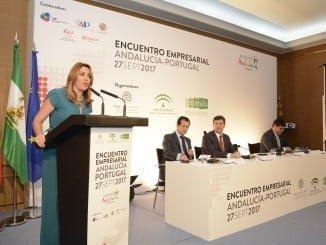 Susana Díaz, presidenta de la Junta de Andalucía, junto al ministro de Economía de Portugal, Manuel Caldeira.
