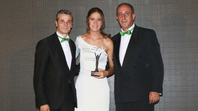 Entrega del premio Andalucía Excelente a la intérprete lucenera Rocío Ojuelos, en la categoría de Artista Revelación.