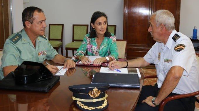 Reunión subdelegada del Gobierno en Huelva y representantes de la Guardia Civil
