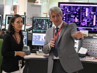 Grávalos visita la Refinería de Cepsa de la mano de su director, José Antonio Agüera