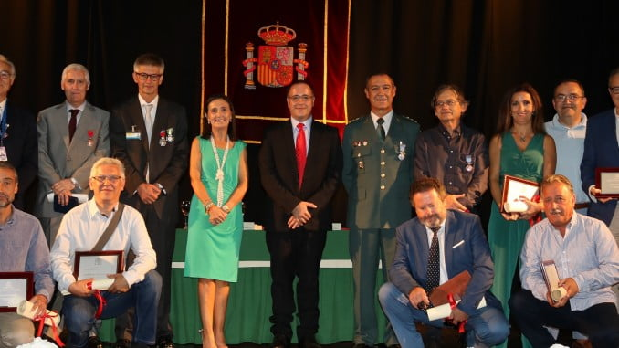 La subdelegada del Gobierno con los homenajeados por la festividad de La Merced