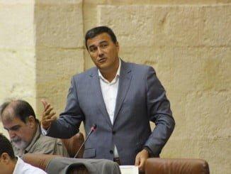 El ditputado de Ciudadanos Carlos Hernández durante su intervención en el pleno del Parlamento