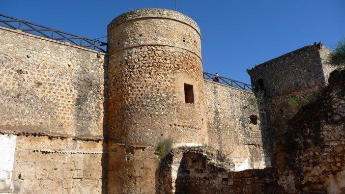 El Castillo de Niebla es uno de los recintos fortificados más importantes de España