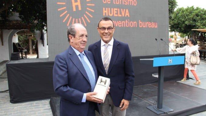 Ignacio Caraballo junto al homenajeado, José Manuel Barranco
