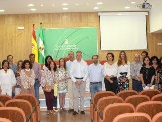Romero con los funcionarios de la Junta que se han incorporado a distintos puestos de trabajo