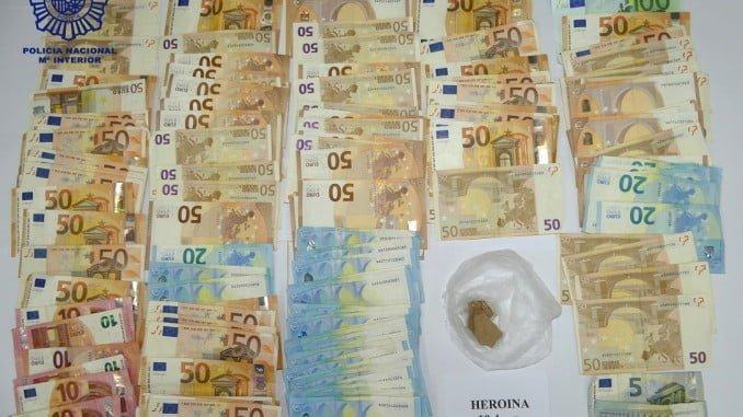 La droga y el dinero incautrado al joven detenido