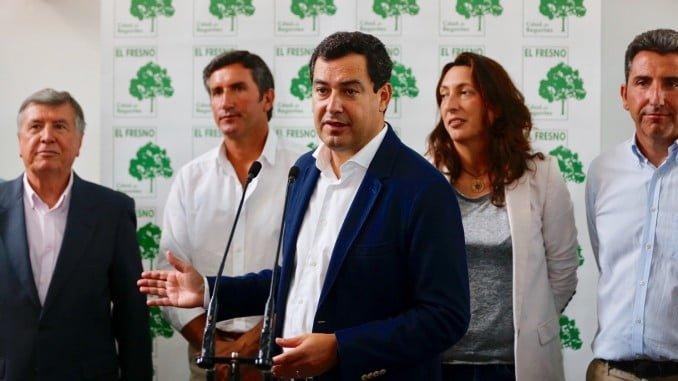 El presidente del PP andaluz se ha reunido en Moguer con la Comunidad de Regantes El Fresno