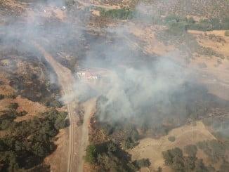 Vista aérea del incendio declarado también este sábado en La Nava (Foto: Infoca)