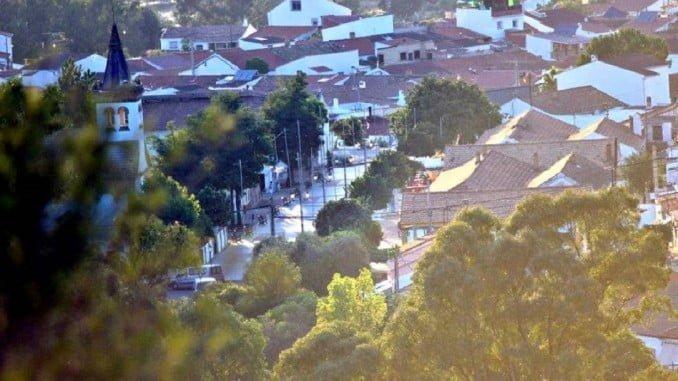 La pareja hallada muerta en La Zarza y los cuatro menores llevaban tres semanas viviendo en la localidad