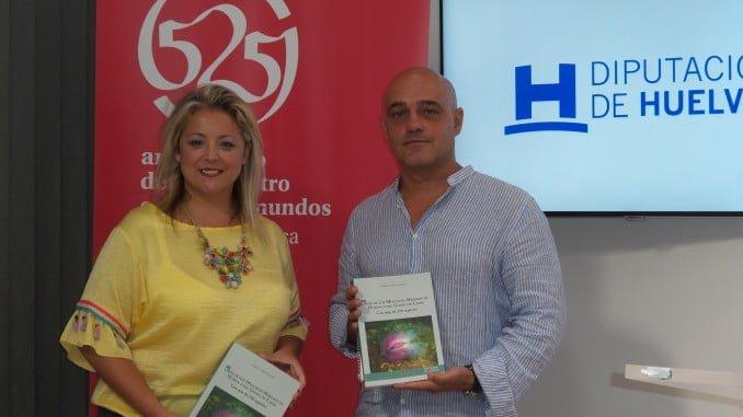 El autor muestra su obra que supone el primer inventario sobre moluscos de la costa onubense y el Golfo de Cádiz