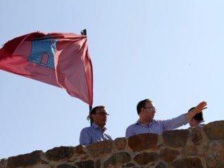 Ignacio Caraballo junto a Manuel Guerra en el recinto fortificado del castillo  de Aracena