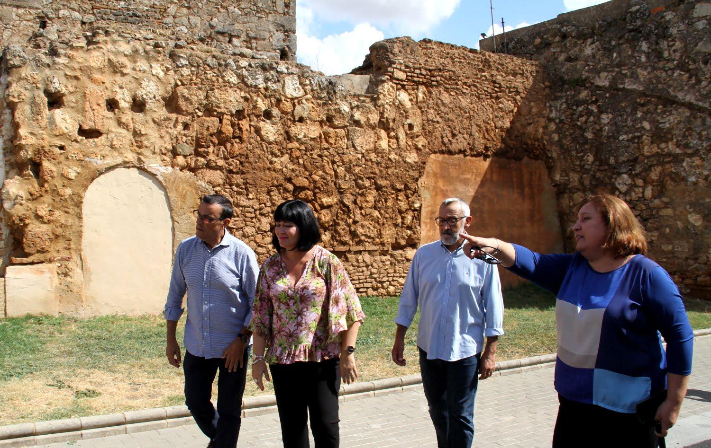 El presidente de la Diputación visitando el Castillo de Niebla
