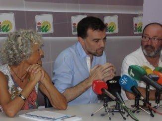 Pepa Beiras, Antono Maíllo y Pedro Jimenez en la sede de IU en Huelva