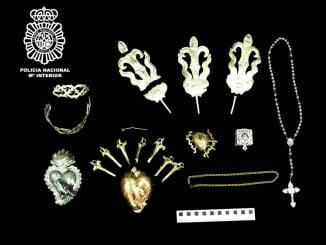 Parte de las joyas recuperadas del Santísimo Cristo de La Vera-Cruz y María Santísima de los Dolores