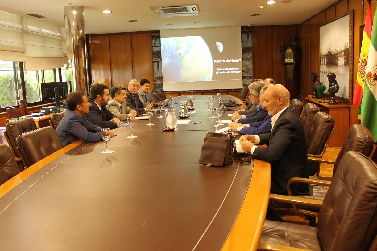 A la reunión con el consejero de Turismo han asistido responsables de municipios de tres provincias: