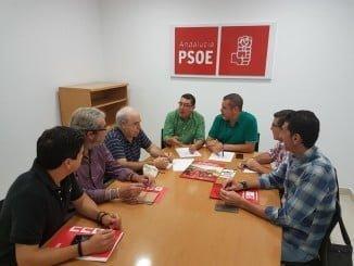 Jesús Ferrera y Manuel Domínguez junto a responsables de UGT y CCOO