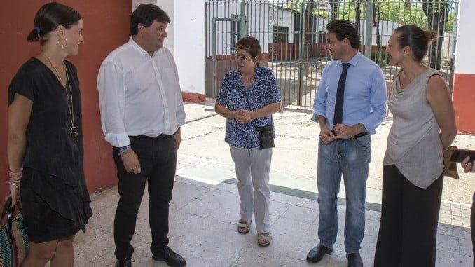El alcalde de Huelva visita el centro de Educación Secundaria Virgen de Belén