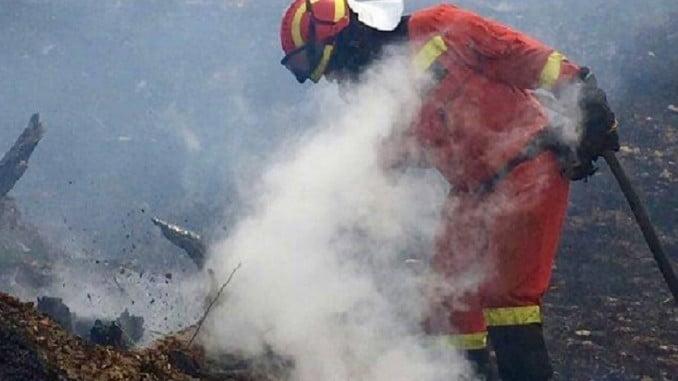 Un bombero de la UME en el incendio de La Granada de Riotinto