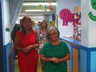 Sonia Gaya visitando la Escuela Infantil 'Hermana Pilar' de Paterna del Campo